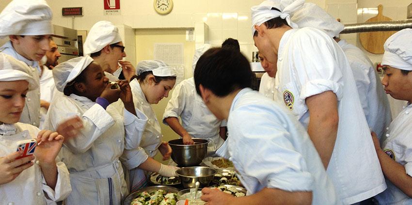 studenti-alberghiero-in-cucina
