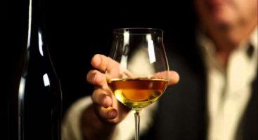 vino-ambrato-bicchiere-bottiglia