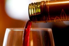 vino-rosso-calice-bottiglia