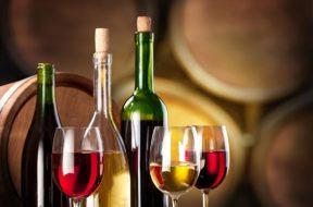 vino-calici-bottiglie-botti