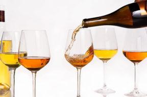 Vino, bottiglie da 300 euro, la nuova moda per gli orange wines