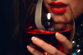 degustazione rosso calice labbra