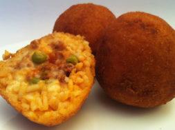 aracine alla carne sicilia street food tipicità siciliana