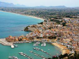 Castellammare_del_Golfo_Harbour,_Sicily (1)